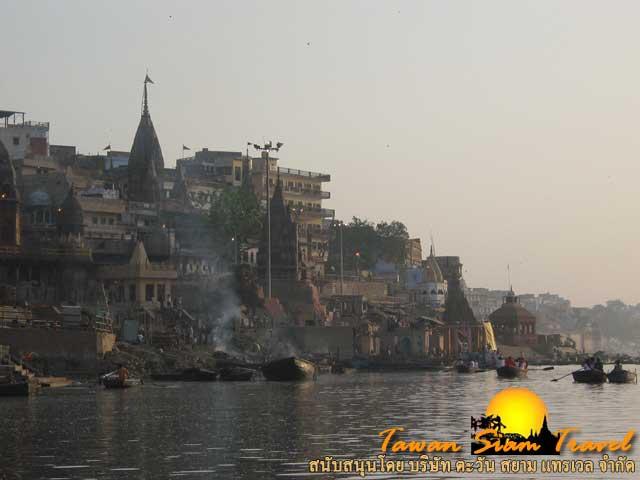 ควันไฟจากการเผาศพไม่เคยเลือนหายไปจากเมืองพาราณสีมาเนิ่นนานประมาณ 2,500 ปีแล้ว