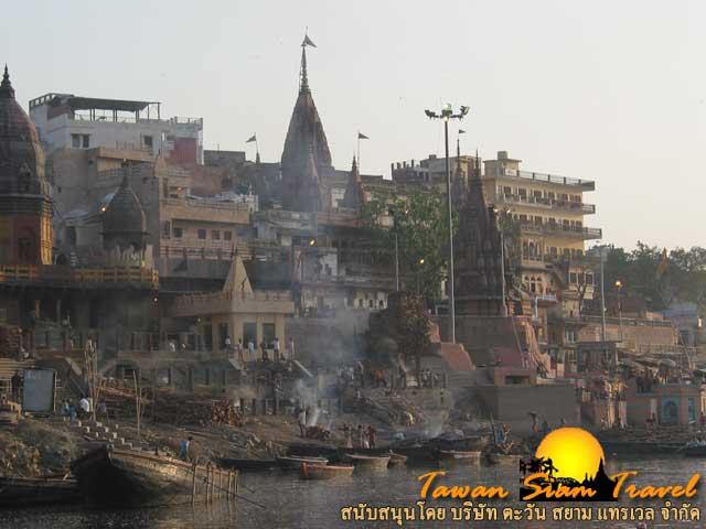 ท่ามณิกรรณิการ์ฆาต สถานที่ยอดนิยมในการปลงศพ เผาศพ ของชาวฮินดู