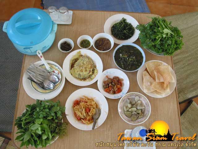 กินข้าววัดด้วยความเมตตาจากพระและชี วัดไทยลุมพินี ประเทศเนปาล
