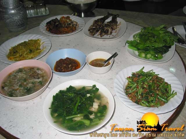 อาหารไทยมื้อแรกในอินเดีย ดั่งอาหารจากสวรรค์ ด้วยความเมตตาของท่านเจ้าคุณพระราชรัตนรังษี (ว.ป. วีรยุทโธ)