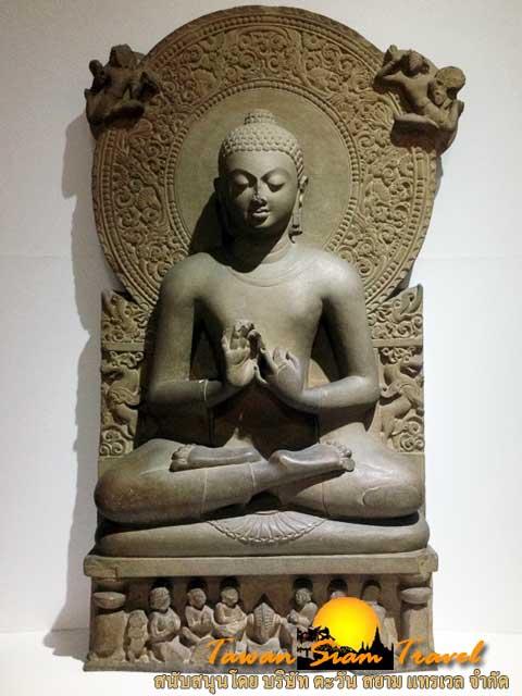 พระพุทธรูปปางปฐมเทศนาสมัยคุปตะ ในพิพิธภัณฑ์เมืองสารนาถ นับว่าเป็นพระพุทธรูปที่สวยงามที่สุดในโลกองค์หนึ่ง